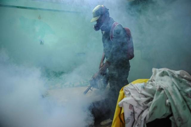 Les autorités cubaines ont chargé les militaires, en... (Photo Yamil Lage, Agence France-Presse)