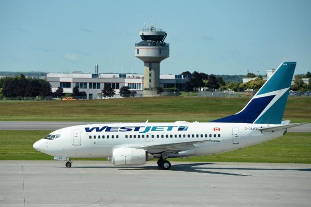 Selon la page Facebook du transporteur, les vols... (PHOTO ARCHIVES LA PRESSE CANADIENNE)