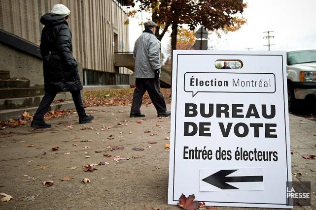 Dimanche, une centaine de lieux de votation sont... (PHOTO ROBERT SKINNER, LA PRESSE)