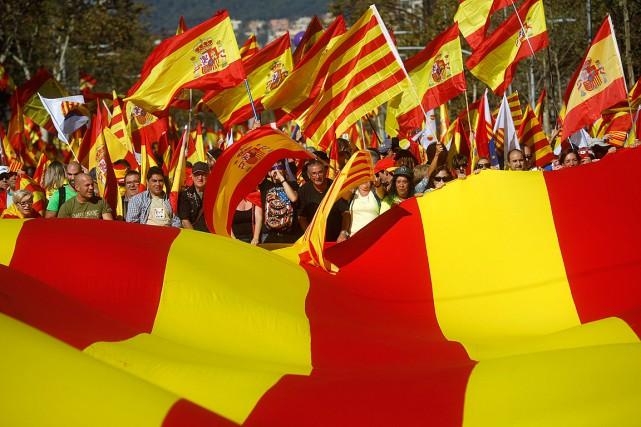 Les manifestants à Barcelone sont 300 000 selon... (PHOTO SANTI PALACIOS, ASSOCIATED PRESS)