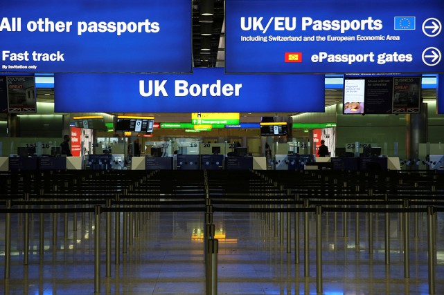 L'aéroport d'Heathrow est le plus grand aéroport d'Europe.... (PHOTO NEIL HALL, ARCHIVES REUTERS)