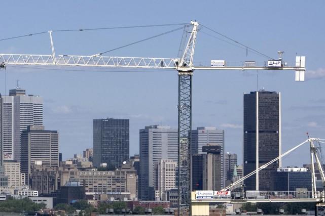 Des grues encombrent la ligne d'horizon de Montréal ces jours-ci, tandis que la... (Archives La Presse)