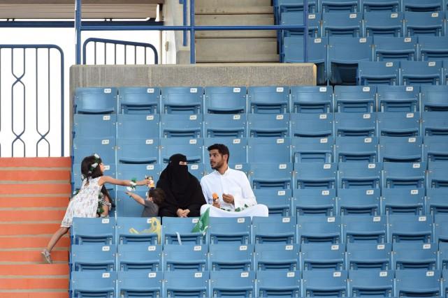 Les Saoudiennes seront autorisées à assister à des... (AFP)