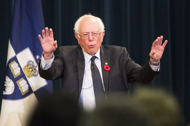 United States Senator Bernie Sanders gestures at the... (THE CANADIAN PRESS)