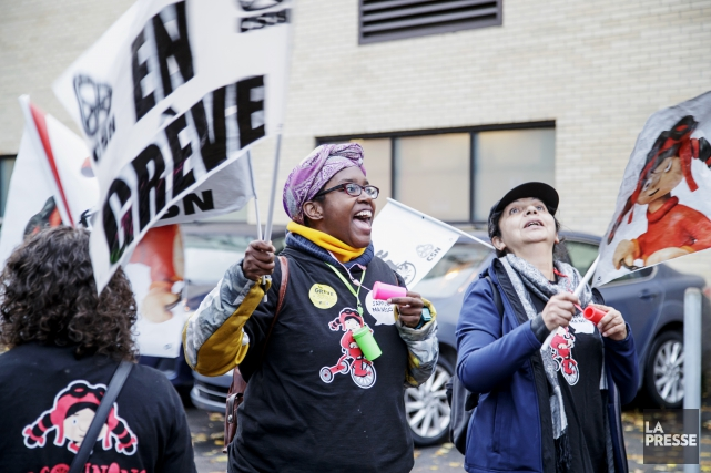 Des travailleuses du CPE Idée Fixe manifestent.... (PHOTO ALAIN ROBERGE, LA PRESSE)
