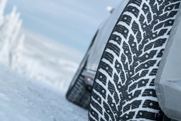 Excellent sur la glace. Mais pour le reste...... (Photo : Pneus Nokian)
