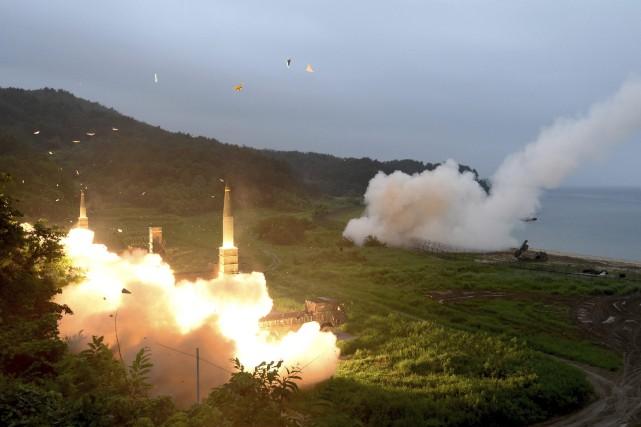 Des missiles sud-coréenns Hyunmoo II et des missiles... (PHOTO ARCHIVES AP)