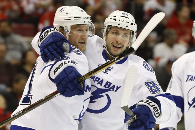 Steven Stamkos et Nikita Kucherov... (Photo Paul Sancya, AP)