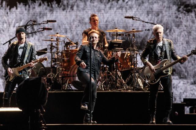 Le mythique groupe de rock U2 a dévoilé mercredi des détails sur son prochain... (PHOTO ARCHIVES AFP)