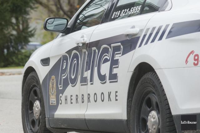 Un policier du Service de police de Sherbrooke (SPS) a été arrêté par des... (Photo Julien Chamberland, archives La Tribune)