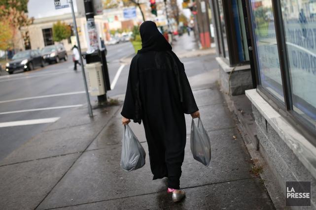 Lors de l'élection municipale de dimanche, les citoyennes portant le voile... (Photo Martin Chamberland, archives La Presse)