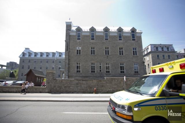 Dimanche, l'urgence de l'Hôtel-Dieu fermera dès 5h. À... (Photo Marco Campanozzi, archives La Presse)