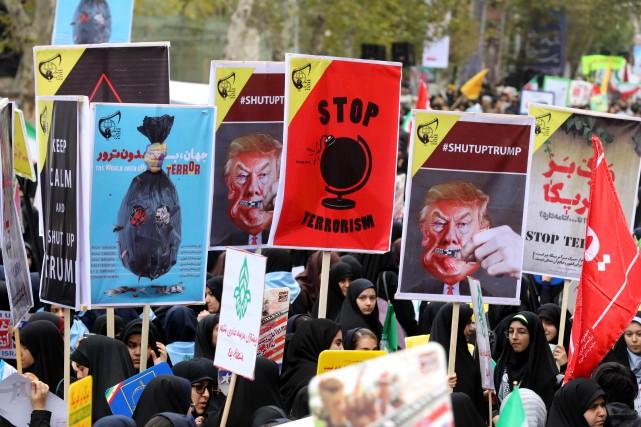 Vendredi, à Téhéran, des manifestants ont scandé les... (Photo  ATTA KENARE, AFP)