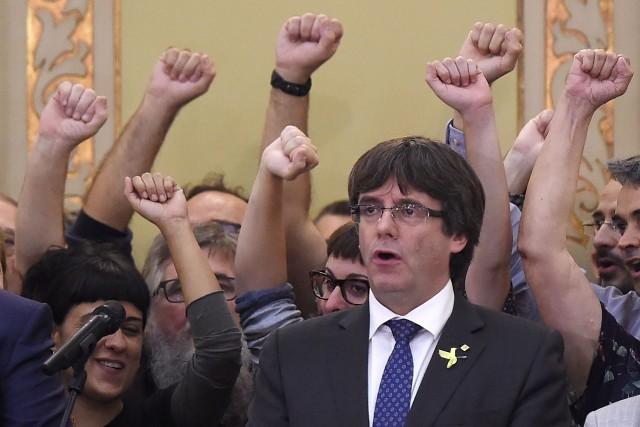 Le président destitué Carles Puigdemontest «disposé» à être... (Photo Josep LAGO, AFP)