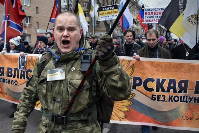 Le défilé, organisé par des groupes ultranationalistes, a... (photo Vasily MAXIMOV, AFP)