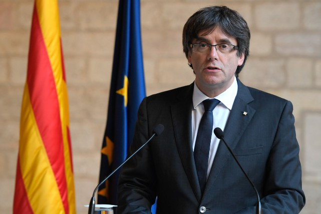 L'ancien président catalanCarles Puigdemontet ses quatre ex-ministres sont... (photo LLUIS GENE, AFP)