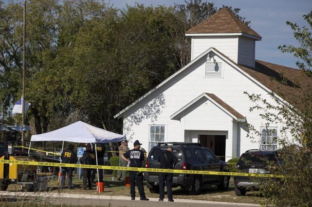 Le FBI et la police locale sur les... (Photo Nick Wagner, AP)