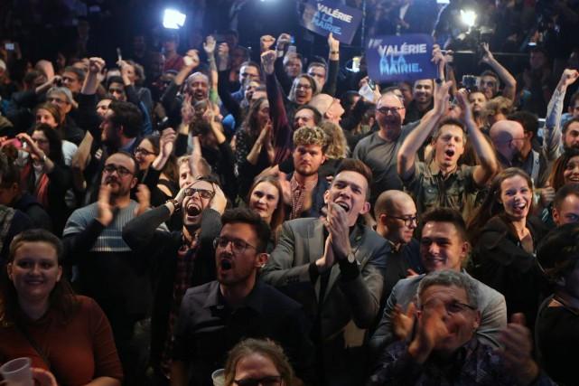 L'ambiance était festive, hier soir, au théâtre Corona,... (PHOTO MARTIN CHAMBERLAND, LA PRESSE)