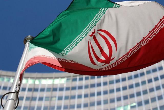 Le drapeau de l'Iran flotte devant le Siège... (PHOTO RONALD ZAK, ARCHIVES AP)