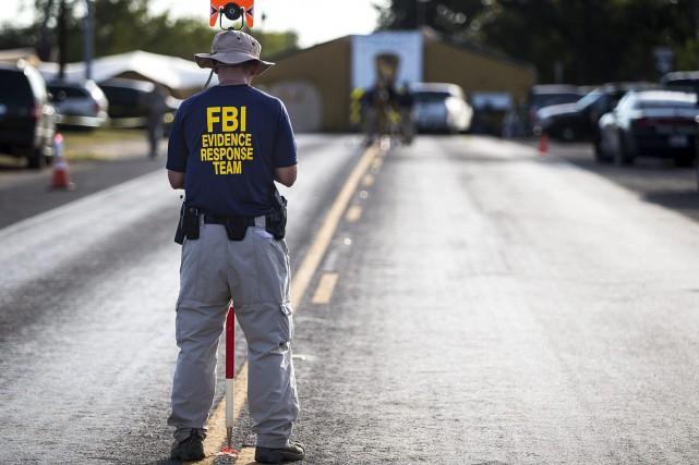 Le FBI poursuit son enquête sur les lieux... (Photo Nick Wagner, AP)