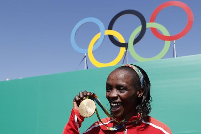 La Kényane Jemima Sumgong a remporté la médaille... (Photo Adrian Dennis, archives AFP)
