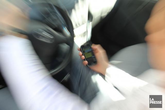 Les «distractions au volant» sont responsables du tiers des accidents mortels... (Photo Archives La Presse)