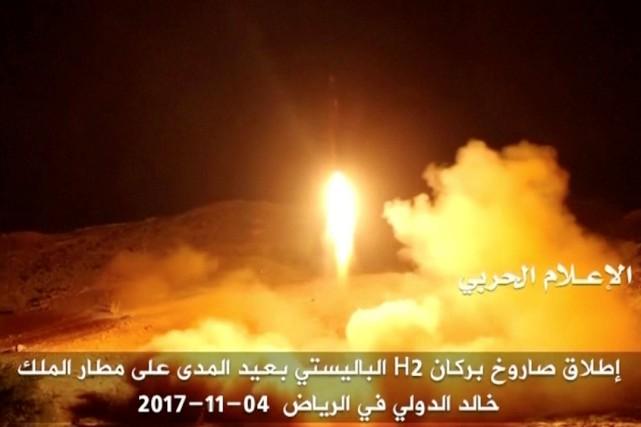 Un nouveau missile a été tiré samedi vers... (REUTERS)
