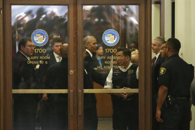 Barack Obama a rapidement quitté le tribunal, mercredi,... (Photo Nancy Stone/Chicago Tribune via AP)