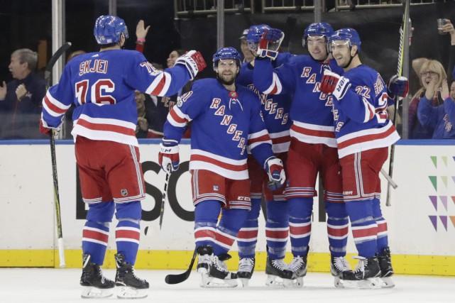 Les Rangers ont pris d'assaut la zone des... (PHOTO Frank Franklin II, AP)