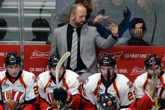 L'entraîneur-chef du Drakkar de Baie-Comeau, Martin Bernard....