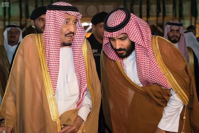 Le roi Salmane et le prince héritierMohammed ben... (PHOTO REUTERS/AGENCE DE PRESSE SAOUDIENNE)