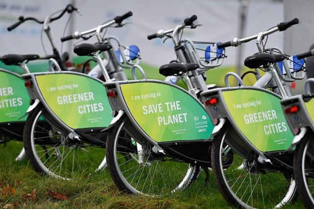 Des bicyclettes avec les messages «Des villes plus... (PHOTO MARTIN MEISSNER, ARCHIVES ASSOCIATED PRESS)