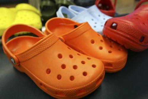Une bataille judiciaire entre un fabricant américain de sandales en plastique... (Photo archives, La Presse)
