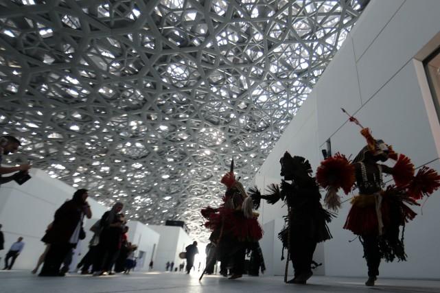 Le Louvre Abu Dhabiest recouvert d'un dôme de... (Photo  KARIM SAHIB, AFP)