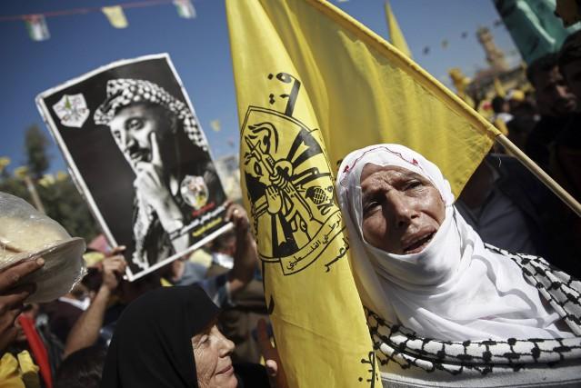 Plus de 100 000 personnes ont participé à... (photo Khalil Hamra, AP)
