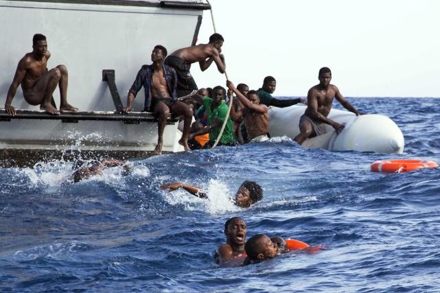 Un total de 2925 migrants sont morts dans... (Photo Lisa Hoffmann, AP)