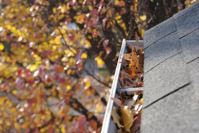 Nettoyer les gouttières est essentiel pour leur bon... (Photo Thinkstock)