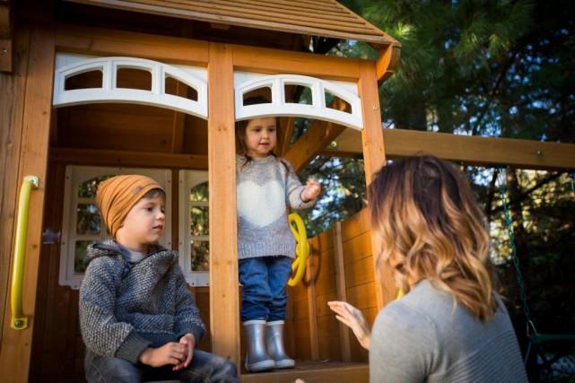 Marja Monette et ses enfants Isaac, 5 ans,... (Photo Olivier PontBriand, La Presse)