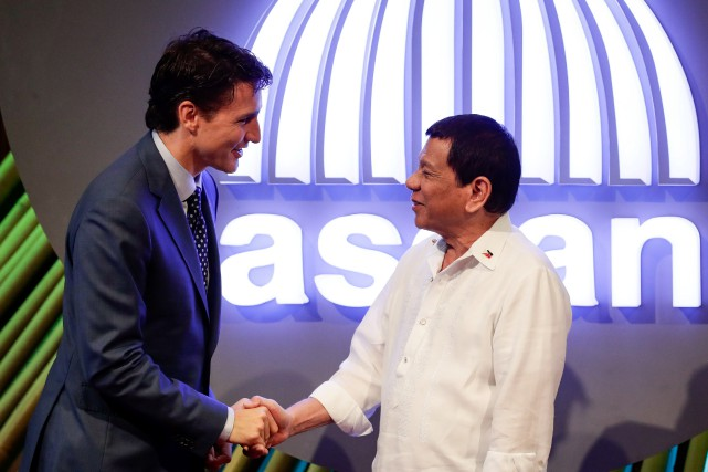 Justin Trudeau et Rodrigo Duterte... (Photo Mark R. Cristino, archives REUTERS)