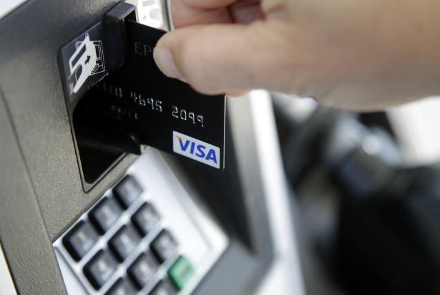 Les dépenses de consommation des ménages américains devraient... (Photo Elise Amendola, AP)