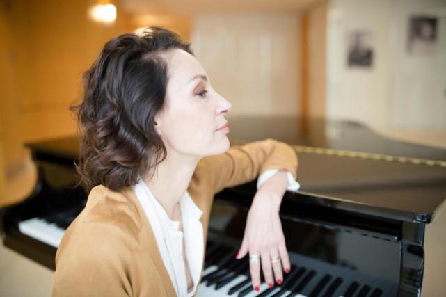 L'actriceJeanne Balibar interprète la célèbre chanteuse française Barbara... (PHOTO NINON PEDNAULT, COLLABORATION SPÉCIALE)