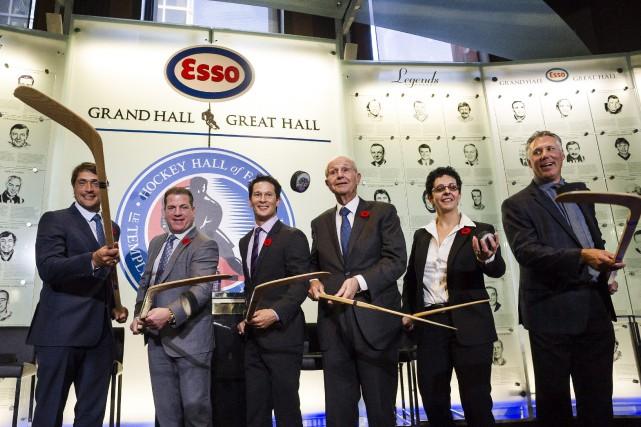 Teemu Selanne, Mark Recchi, Paul Kariya, Jeremy Jacobs,... (Photo Christopher Katsarov, La Presse canadienne)