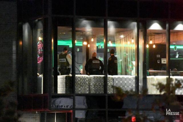 Les policiers ont notamment débarqué lors d'une fête... (Photo Bernard Brault, La Presse)