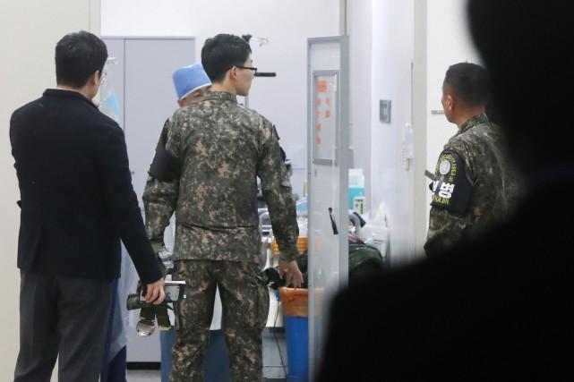 Un médecin ayant examiné le défecteur, héliporté jusqu'à... (AFP)