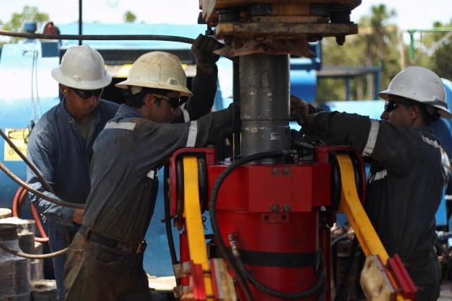 L'AIE a expliqué que la production de pétrole... (REUTERS)