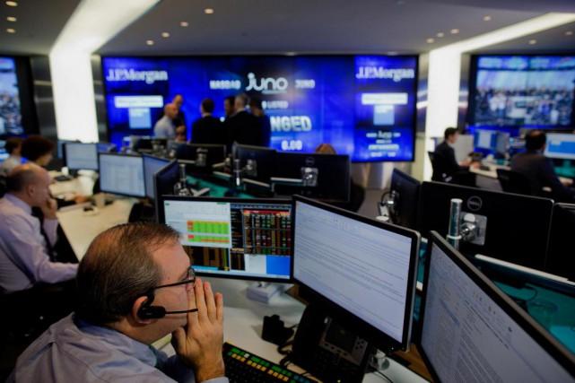 Les pros de l'investissement boursier et les journalistes... (photo : archives bloomberg)