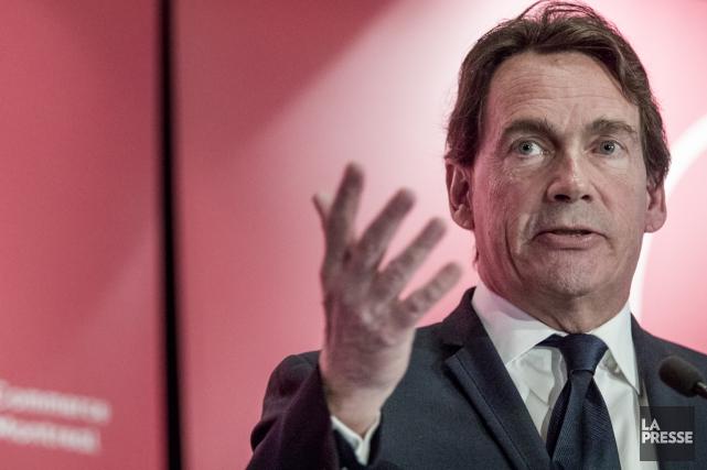 Pierre Karl Péladeau, grand patron de Québecor, salue... (Photo Marco Campanozzi, La Presse)
