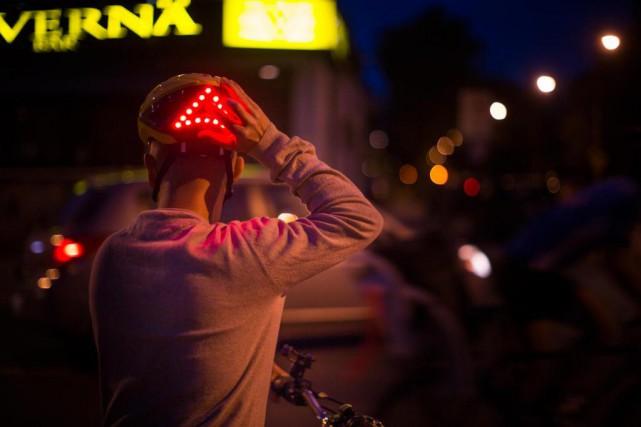 Ivan Murcia porte le casque intelligent Lumos.... (PHOTO OLIVIER PONTBRIAND, LA PRESSE)
