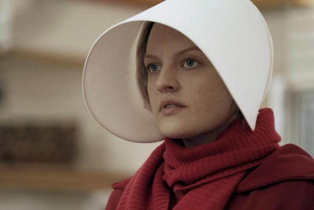 La saison 2 de The Handmaid's Taledevrait s'attarder... (Photo George Kraychyk, fournie par Hulu)