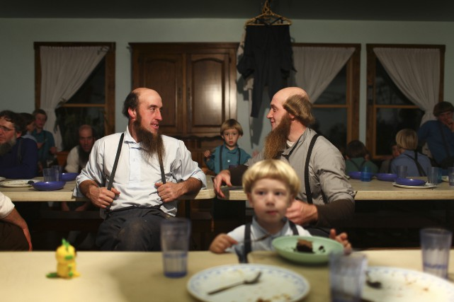 Des membres d'une communauté amish dans le village... (ARCHIVES THE NEW YORK TIMES)